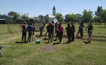 """Con gran entusiasmo, los jóvenes del programa """"Envión"""" se sumaron al curso de elaboración de Conservas de  Fundación Urbania"""