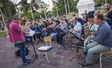 La Orquesta Municipal ensaya todos los jueves en la plaza Eduardo Costa