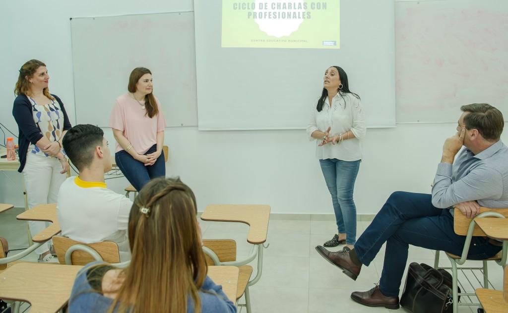 Siguen las charlas con profesionales destinadas a futuros estudiantes universitarios