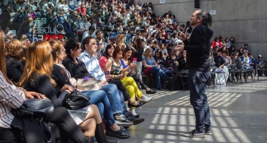 """El Intendente entregó los premios a los ganadores de """"Adolescencia Activa"""""""