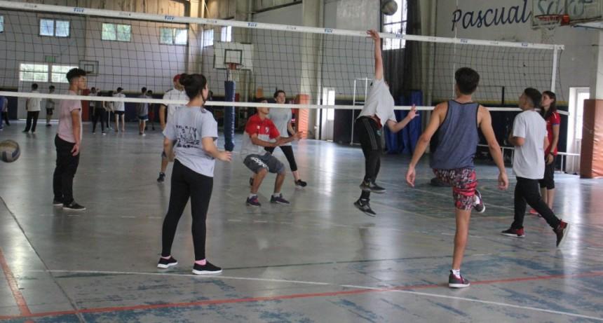Escuelas secundarias participaron del último intercolegial del año de Vóley