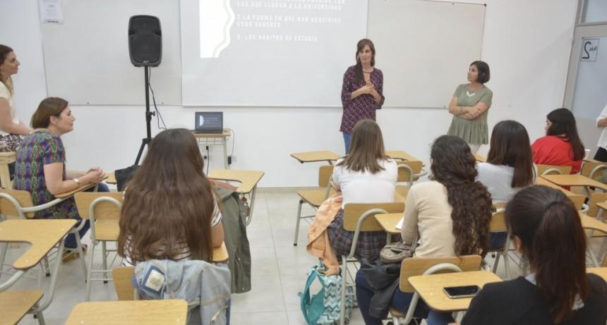 Jóvenes participaron de nuevas charlas con profesionales