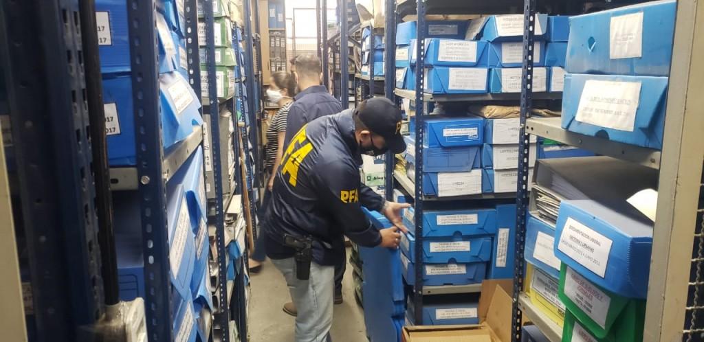 La AFIP desarticulóuna organización dedicada a maniobras de evasión millonarias y la PFAdetuvoa11 personas