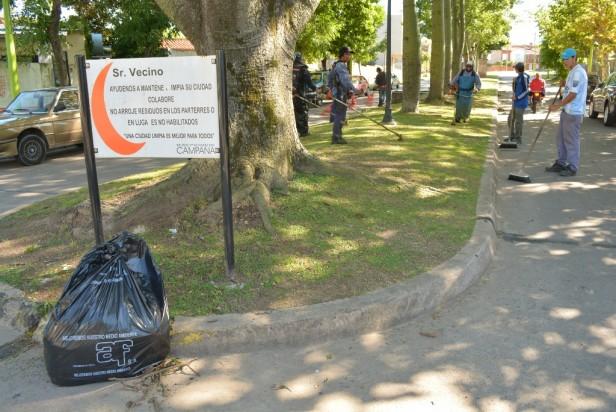 Personal Municipal realizó tareas de embellecimiento en parterres de Bv. Lavalle
