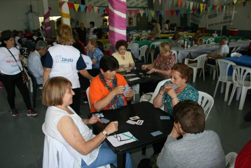Adultos mayores participaron de un encuentro deportivo y recreativo