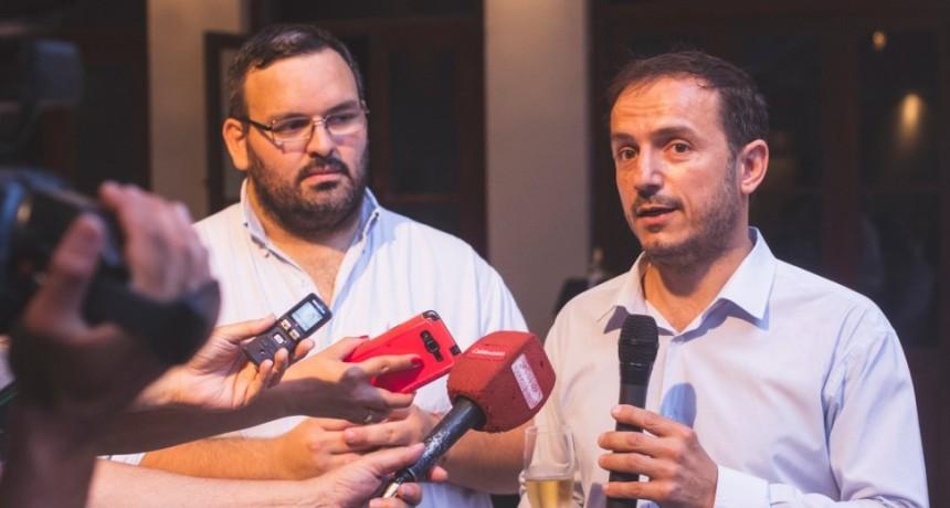 Abella compartió el tradicional brindis de fin de año con los periodistas locales