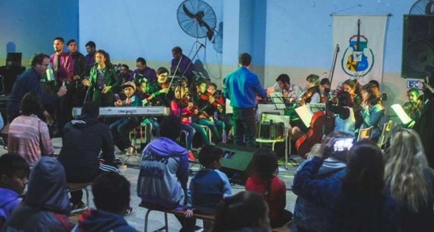 La Orquesta Escuela Campana presentó un sensacional concierto de fin de año