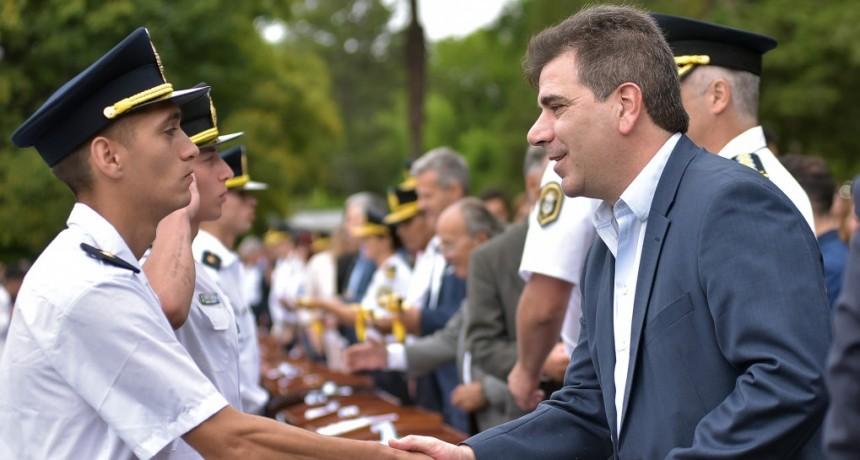 Ritondo presidió el egreso de 2600 policías en la escuela