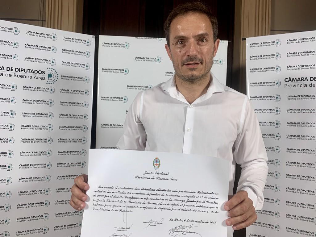 Abella recibió el diploma que lo proclama intendente para el periodo 2019-2023