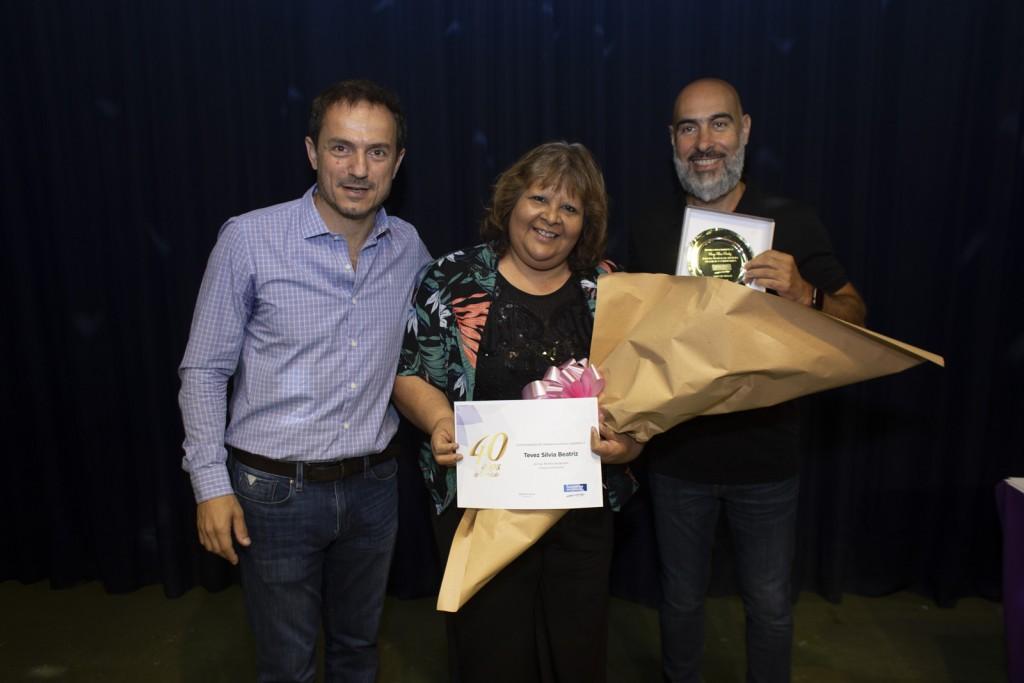Abella brindó con los empleados municipales y entregó reconocimientos por años de servicio