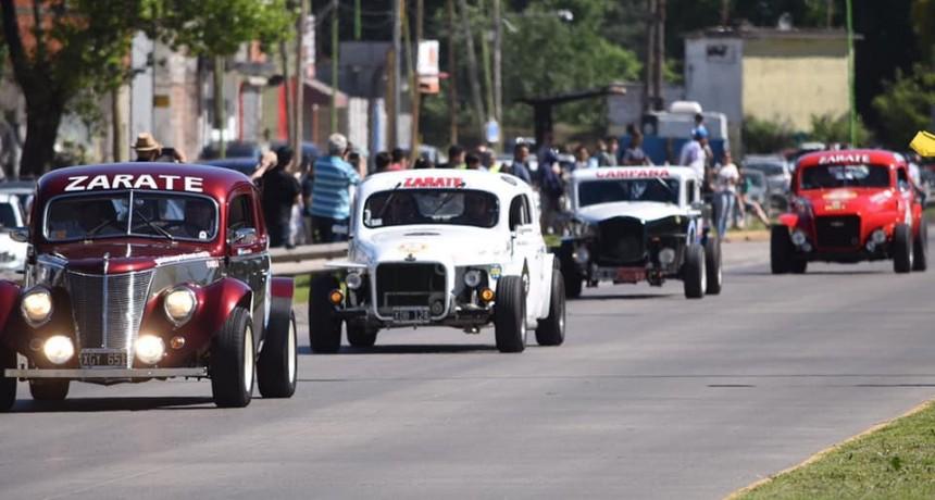 Autos de competición rugieron en la previa de la Fiesta del Primer Automóvil