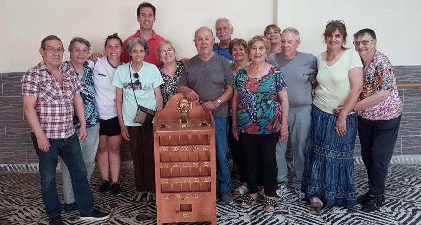 El Municipio entregó un juego de Sapo a adultos mayores de la ciudad