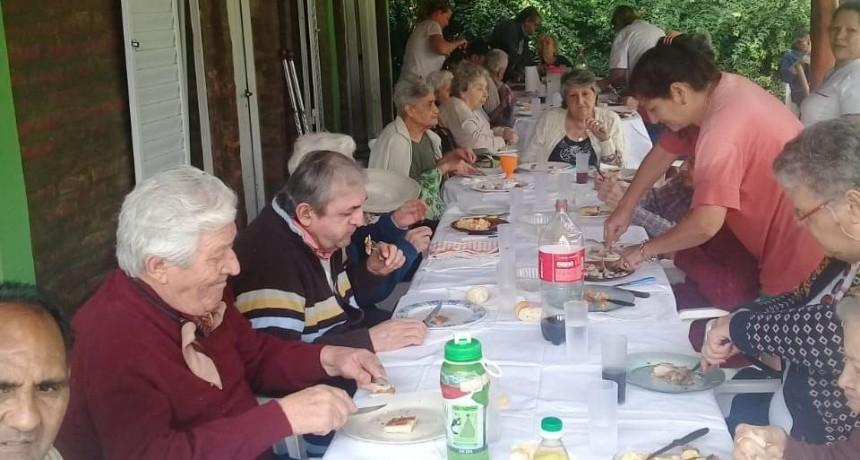 Los residentes del Hogar de Ancianos disfrutaron de una salida recreativa