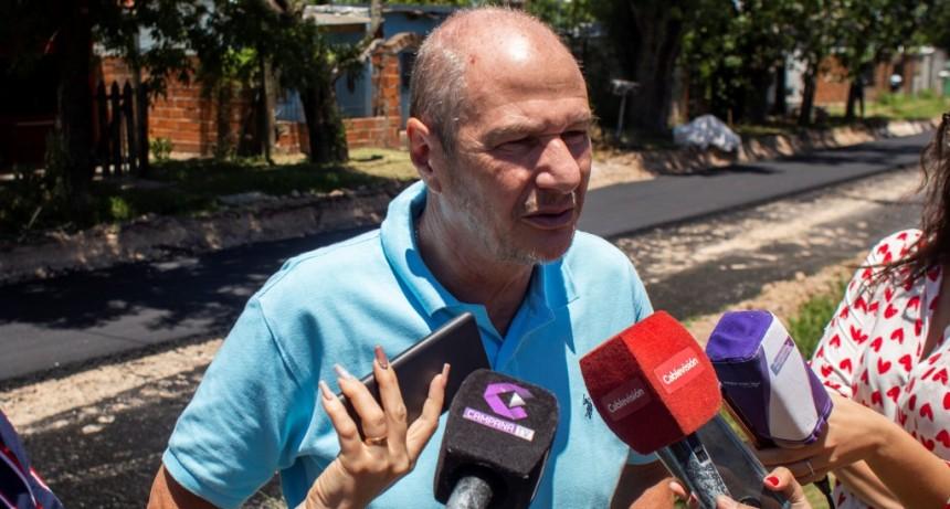 Las Campanas: comenzó la obra de asfalto en la calle Chapuis