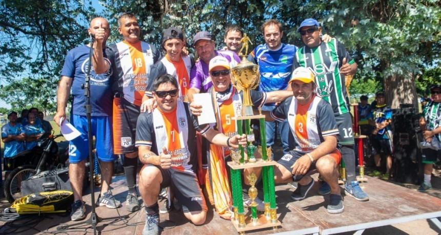 Abella acompañó la final del torneo de la Liga Campanense de Fútbol de Veteranos