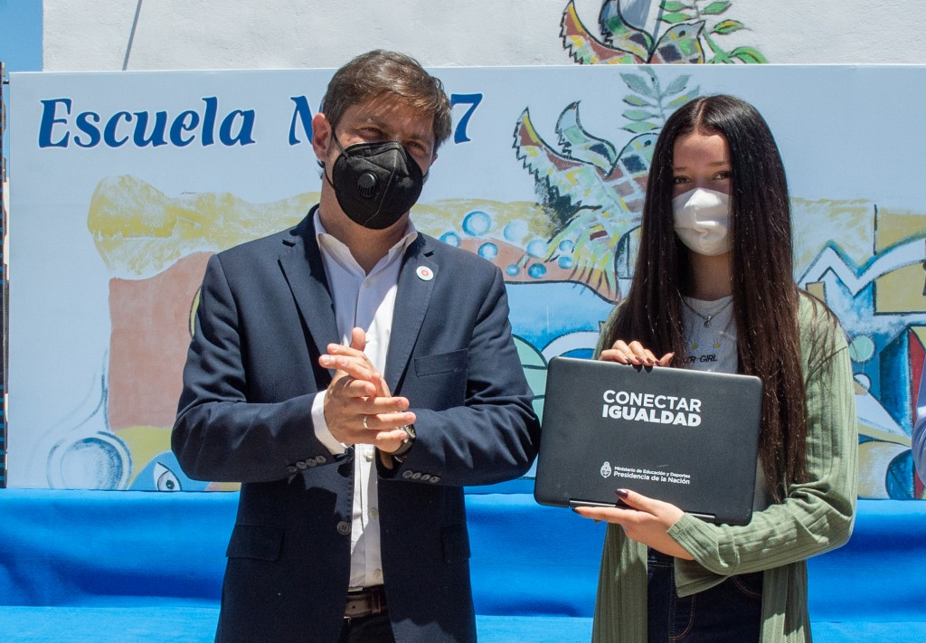 LA MATANZA Kicillof y Vila entregaron netbooks para estudiantes de Rafael Castillo